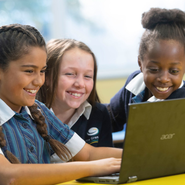 Primary Students on laptop